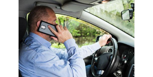 Evite accidentes y multas con un manos libres para coche